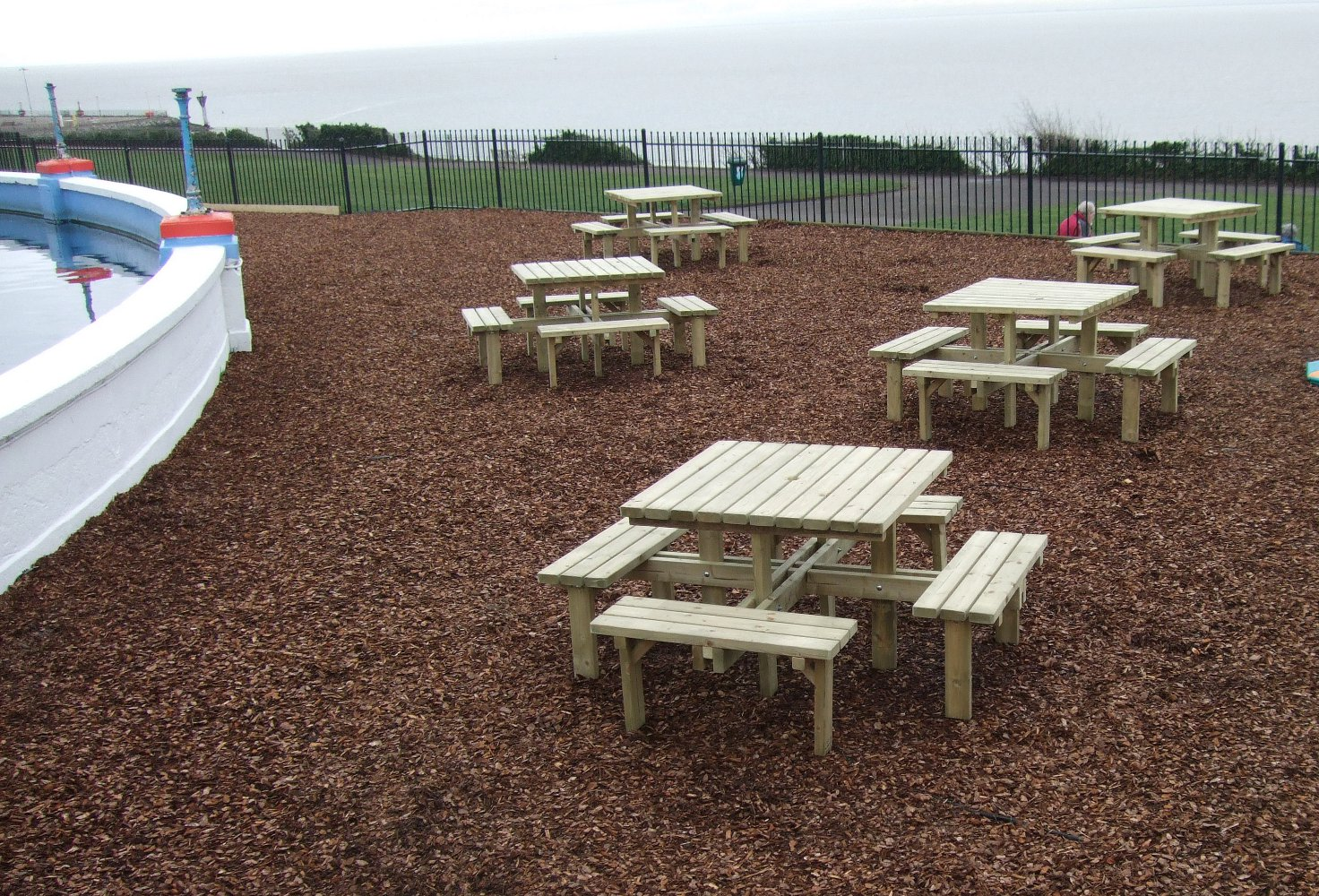 Picnic Tables for Pubs and Cafes | 8 Seat Square tables